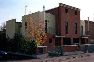 Progetto e D.L. per la costruzione di casa bifamiliare di mq.750 a Francolino (FE).(1993)